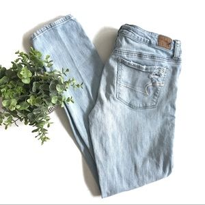 AEO Skinny Stretch Light Wash Distressed 10